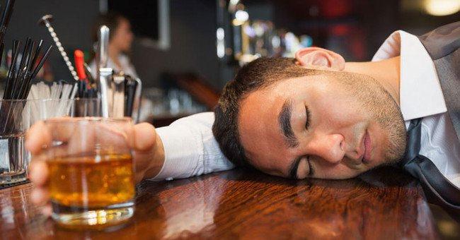 tinh trùng sẽ yếu nếu uống nhiều rượu bia